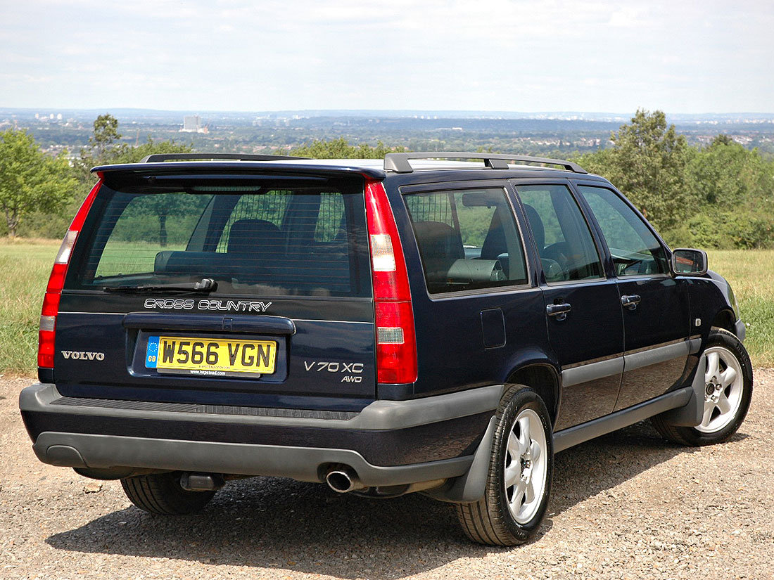 2000 Volvo V70 XC 2.4T SE Automatic 96,000m Service History For Sale (picture 2 of 6)