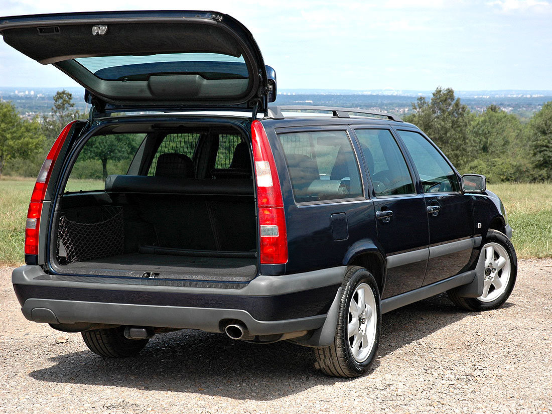 2000 Volvo V70 XC 2.4T SE Automatic 96,000m Service History For Sale (picture 3 of 6)