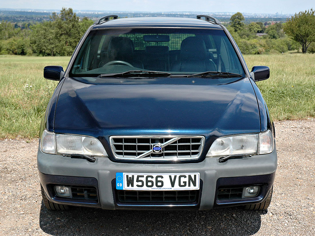2000 Volvo V70 XC 2.4T SE Automatic 96,000m Service History For Sale (picture 4 of 6)