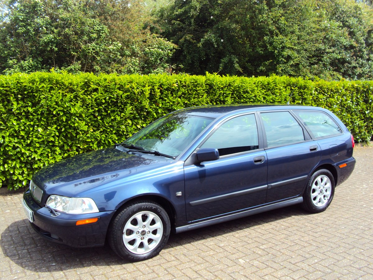 2001 A RARE LOW MILEAGE AUTOMATIC VOLVO V40 **NOW SOLD** For Sale (picture 2 of 6)