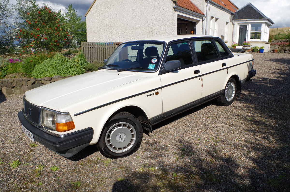 1990 Volvo 240 Saloon Ultra low mileage  For Sale (picture 1 of 6)