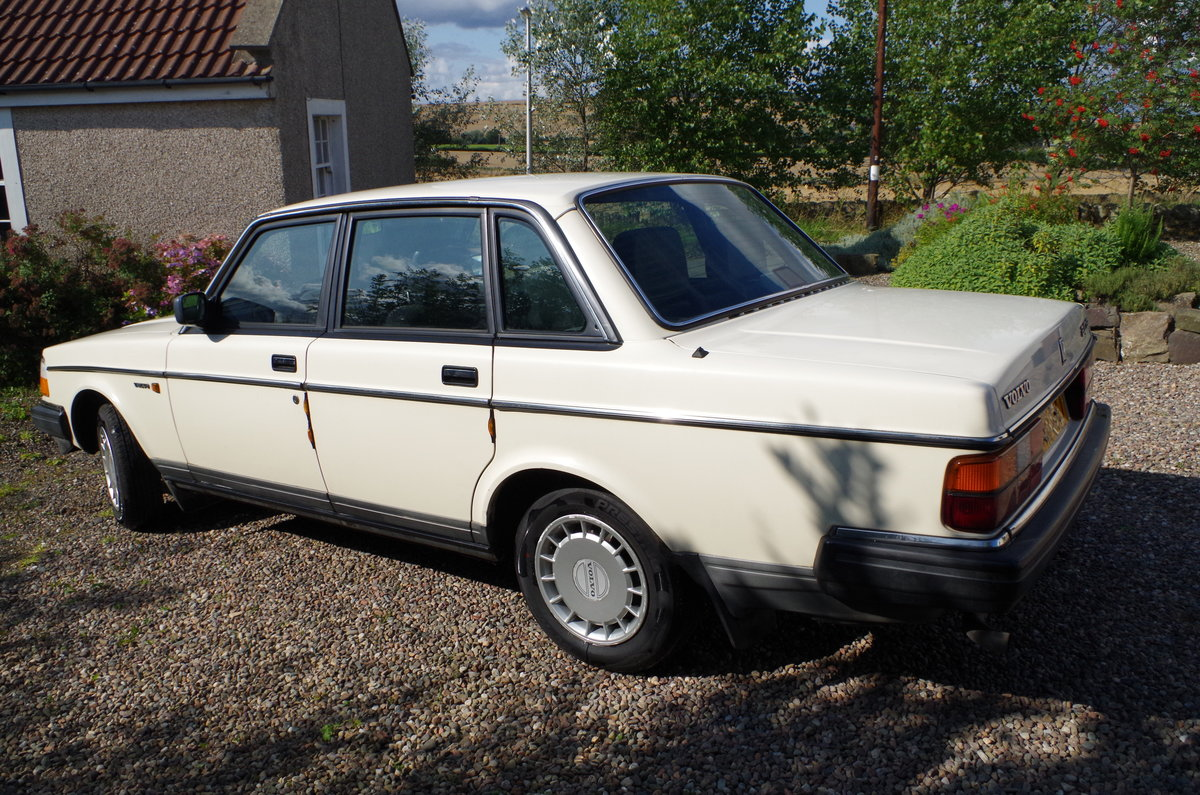 1990 Volvo 240 Saloon Ultra low mileage  For Sale (picture 2 of 6)