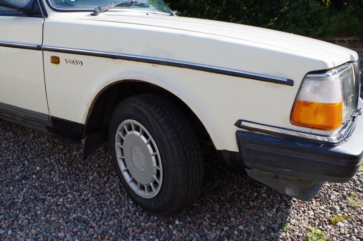 1990 Volvo 240 Saloon Ultra low mileage  For Sale (picture 3 of 6)