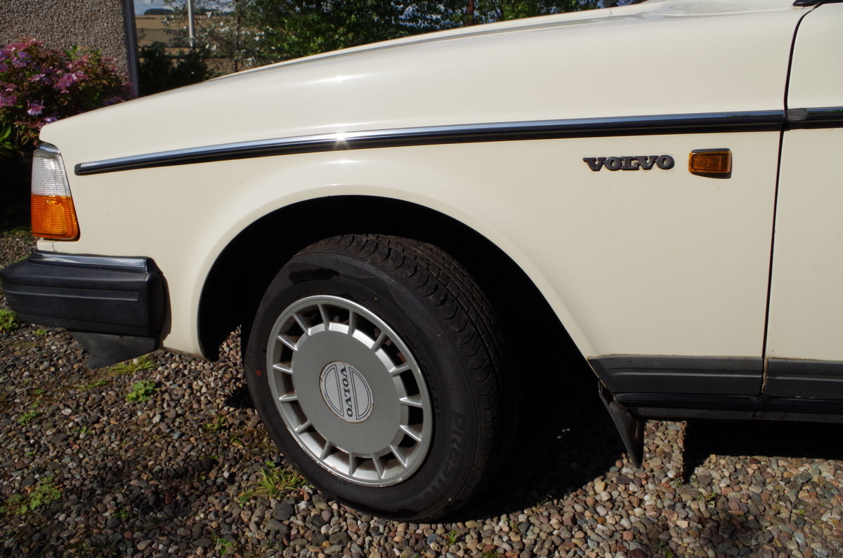 1990 Volvo 240 Saloon Ultra low mileage  For Sale (picture 4 of 6)