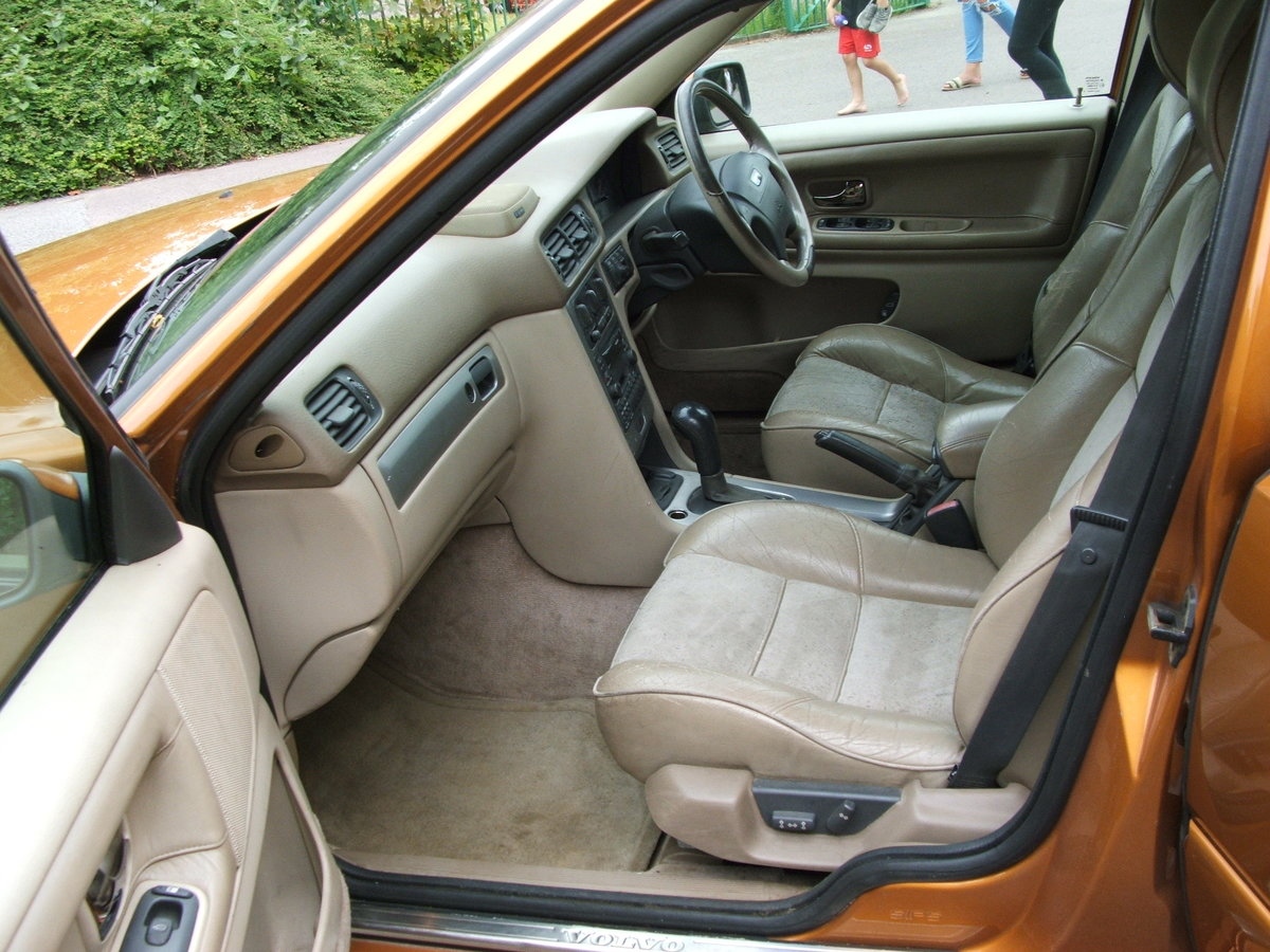 1998 Volvo V70R Auto 2 Wheel Drive For Sale (picture 4 of 6)