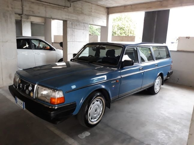 UNIQUE VOLVO 240 GL RHD AUTOMATIC/OVERD,65000mls 1988 !!!! For Sale (picture 1 of 6)