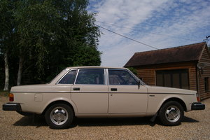 1980 AMAZING  VOLVO 244 DL LOW MILES GREAT CONDITION