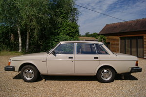 1980  VOLVO 244 DL MANUAL.AMAZING CONDITION.LOW MILES