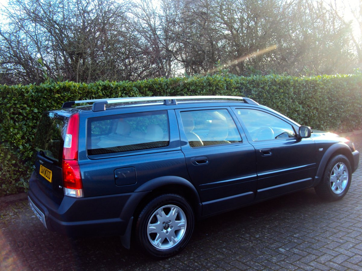 2005 An EXCEPTIONAL VOLVO XC70 2.4 D5 AWD ONLY 44K MILES - FSH!!  For Sale (picture 2 of 6)