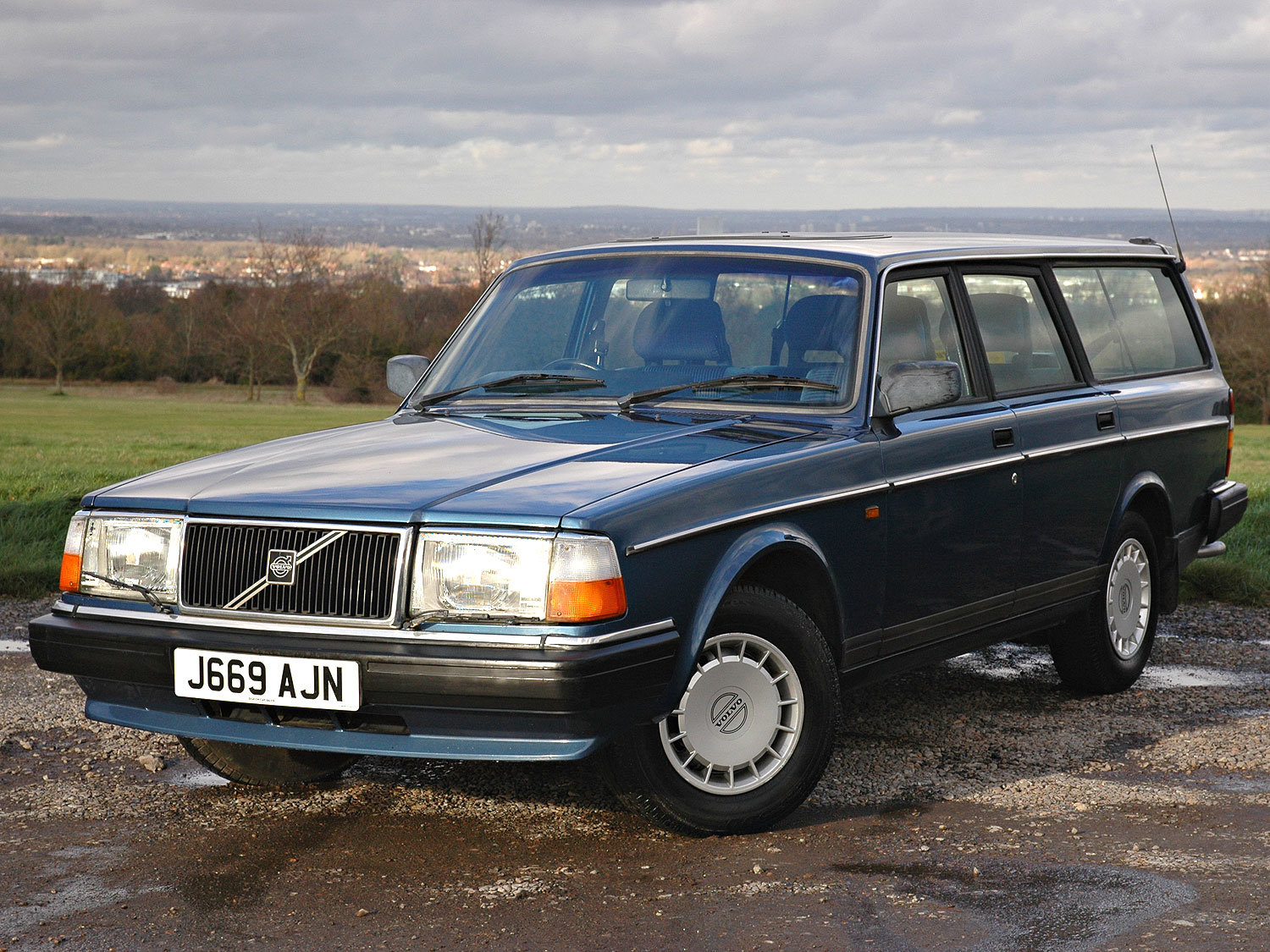 1992 Volvo 240 2.0 SE 5 Speed. 2 Owners Service History For Sale (picture 1 of 6)