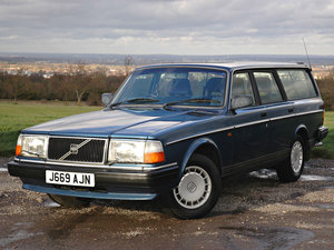 1992 Volvo 240 2.0 SE 5 Speed. 2 Owners Service History