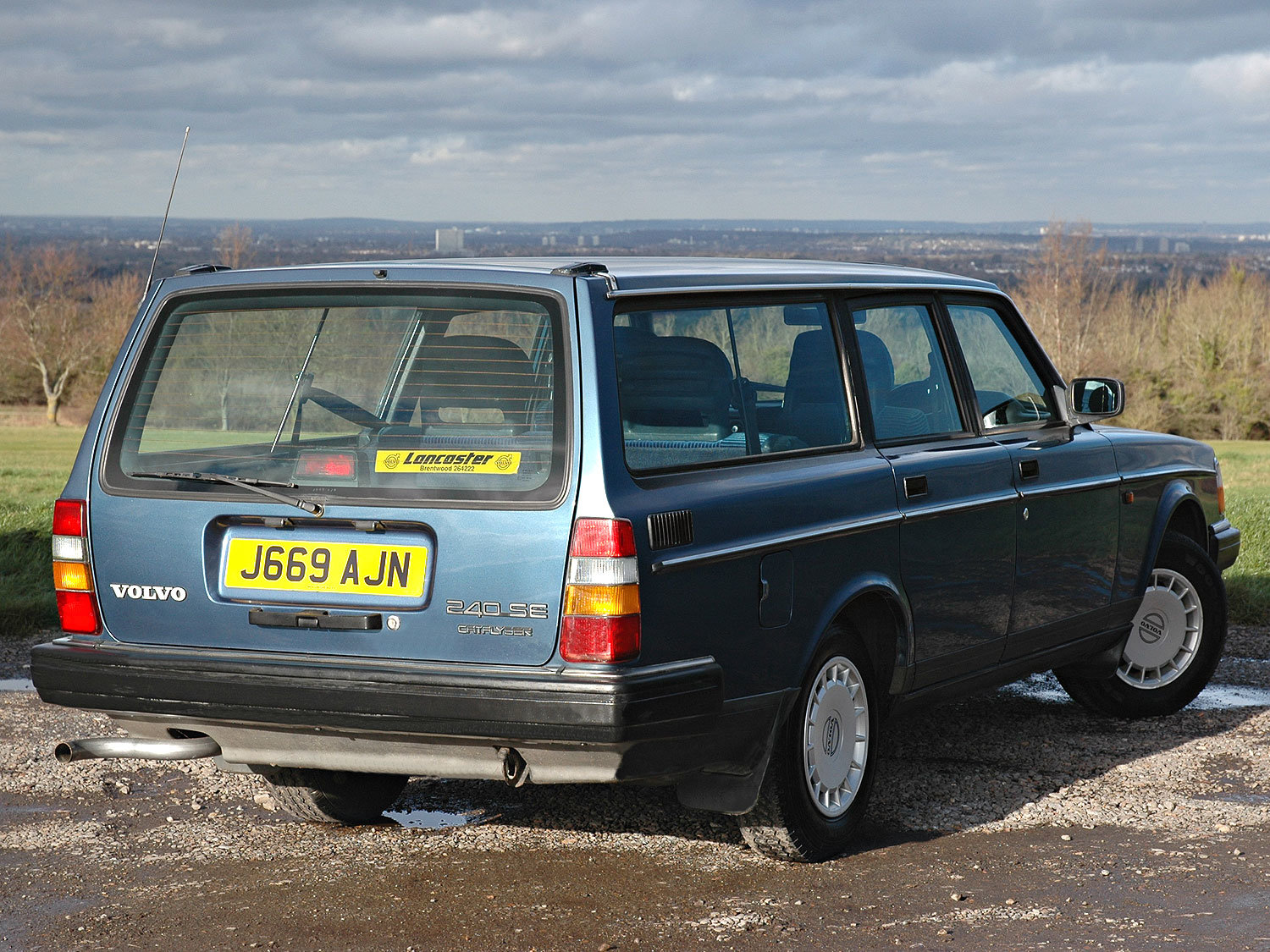 1992 Volvo 240 2.0 SE 5 Speed. 2 Owners Service History SOLD (picture 2 of 6)