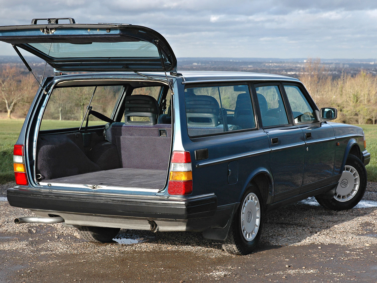 1992 Volvo 240 2.0 SE 5 Speed. 2 Owners Service History SOLD (picture 3 of 6)