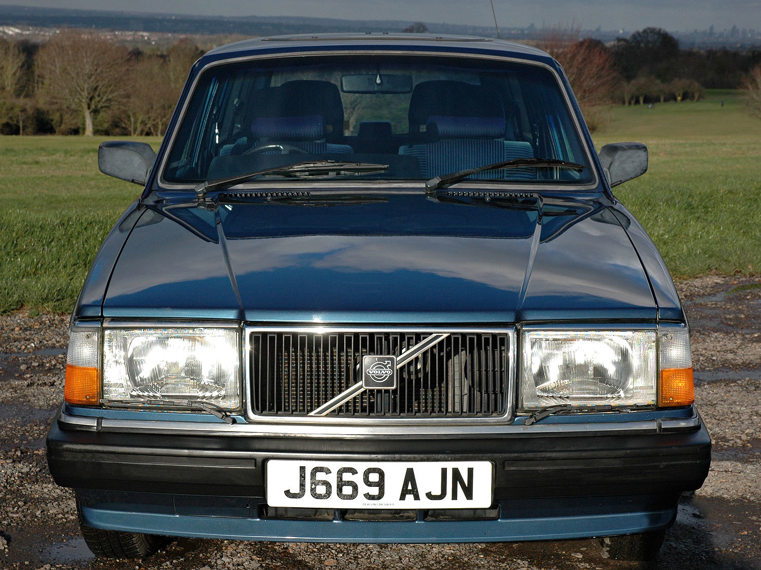 1992 Volvo 240 2.0 SE 5 Speed. 2 Owners Service History For Sale (picture 4 of 6)