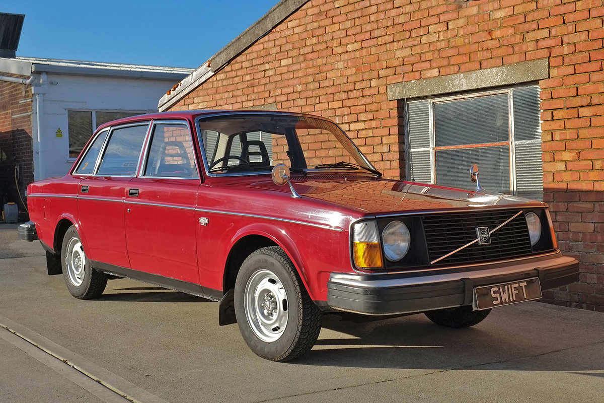 1975 Volvo 244 Saloon 2 owners 71k MOT Nov 2020 SOLD (picture 1 of 6)