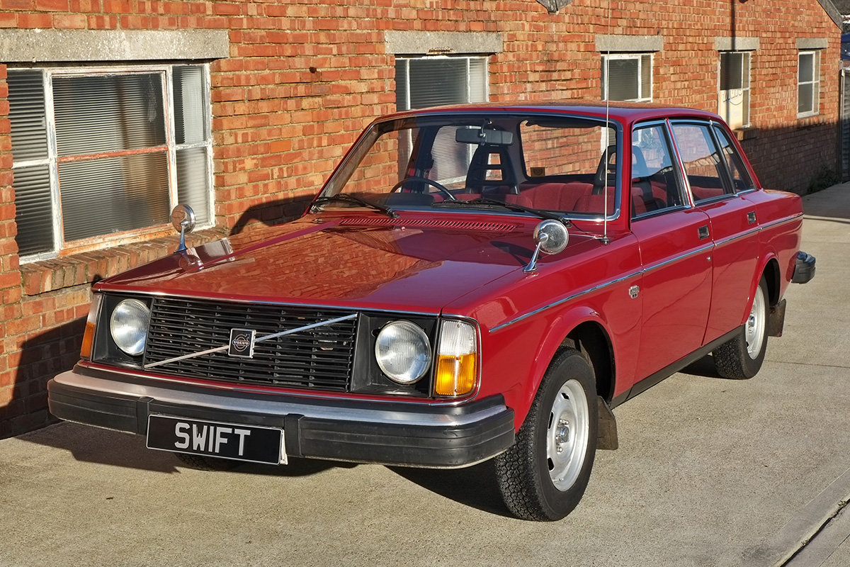 1975 Volvo 244 Saloon 2 owners 71k MOT Nov 2020 SOLD (picture 2 of 6)