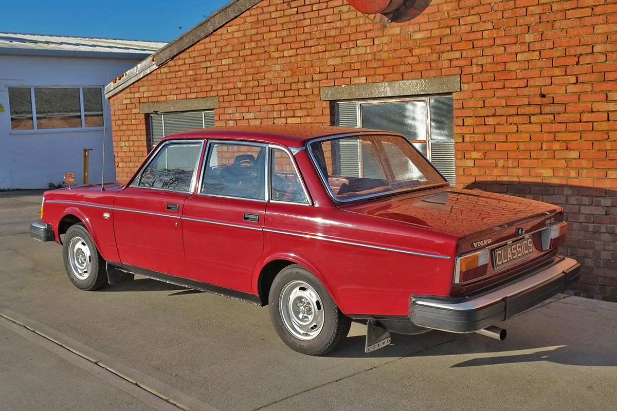 1975 Volvo 244 Saloon 2 owners 71k MOT Nov 2020 SOLD (picture 3 of 6)