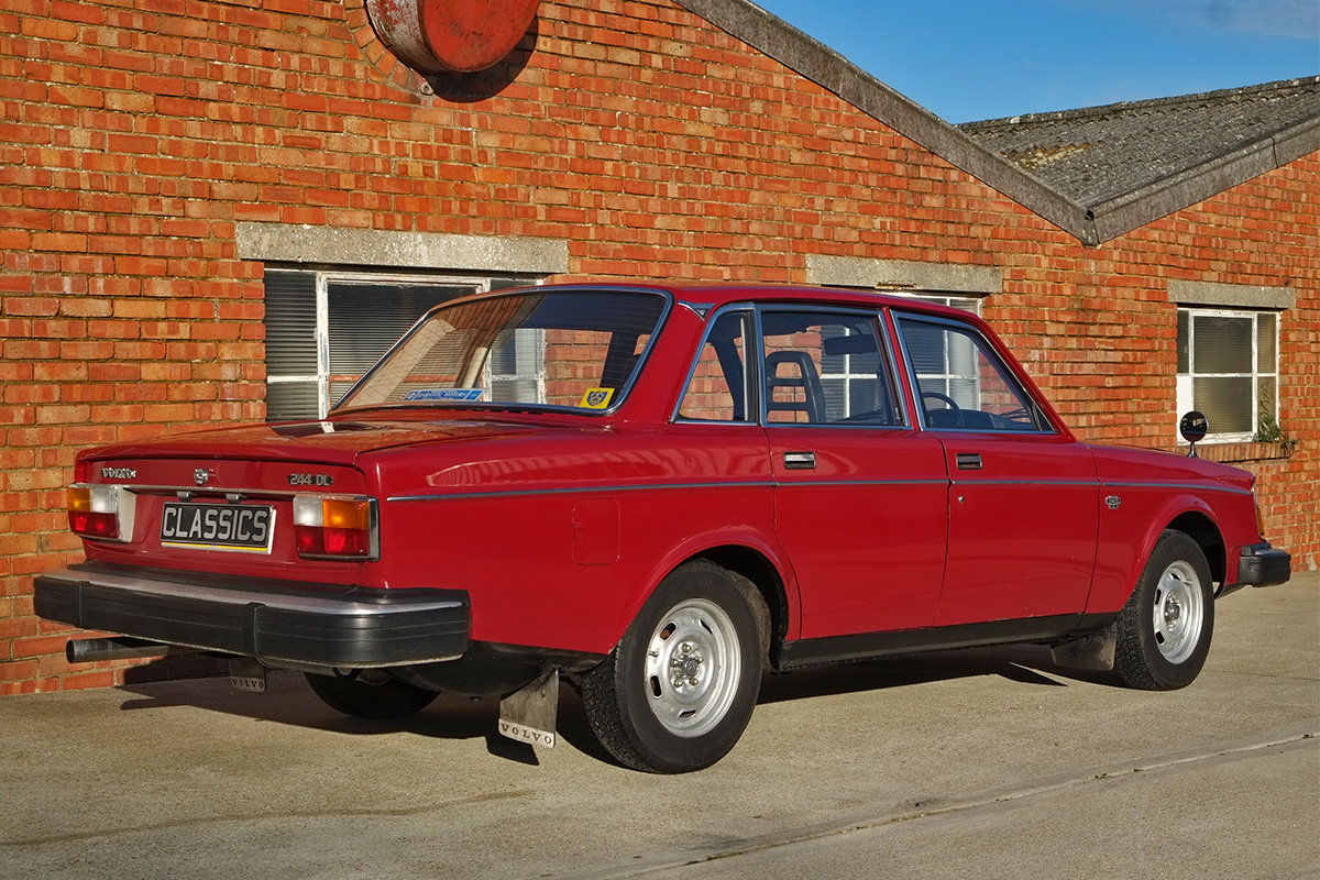 1975 Volvo 244 Saloon 2 owners 71k MOT Nov 2020 SOLD (picture 4 of 6)