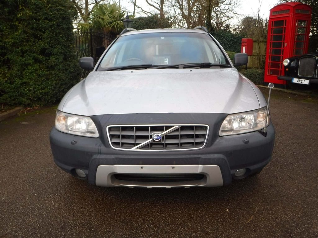2005 Volvo XC70 2.5 T SE Lux Geartronic AWD 5dr For Sale (picture 3 of 6)