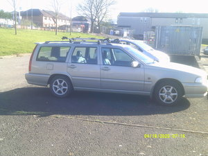 Picture of 2000 volvo v70  service history .TOW BAR BIKE RACK
