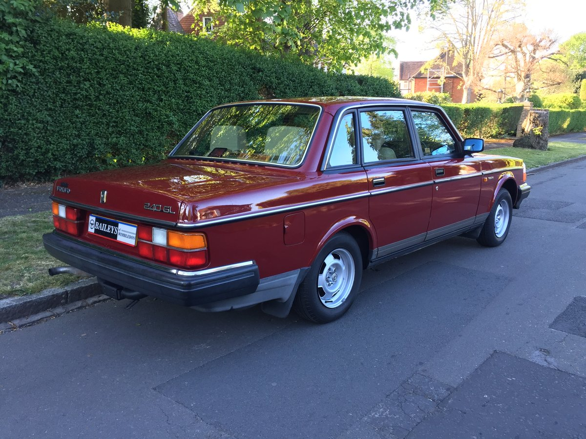 1988 Time Warp Volvo 240 GL 2.0i Automatic With 61k Miles & FSH SOLD (picture 2 of 6)