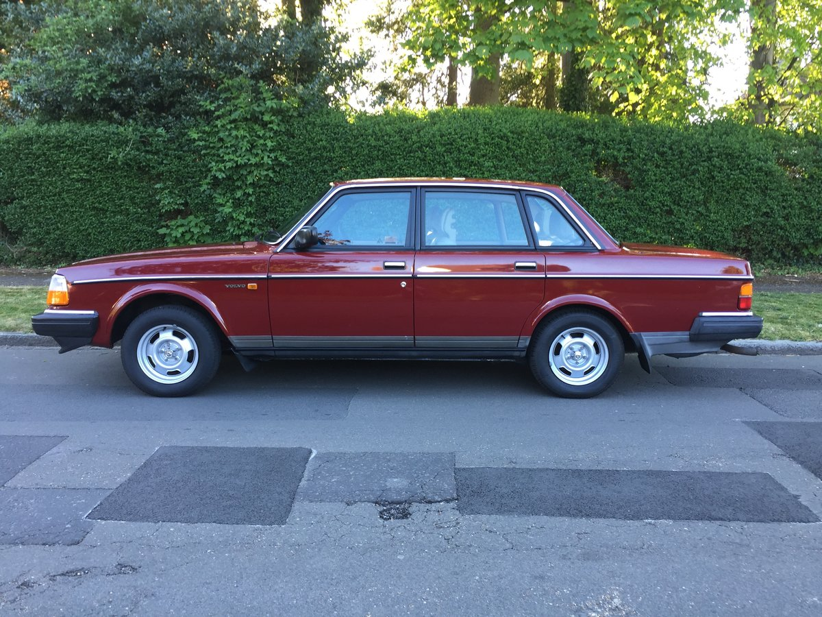 1988 Time Warp Volvo 240 GL 2.0i Automatic With 61k Miles & FSH SOLD (picture 3 of 6)