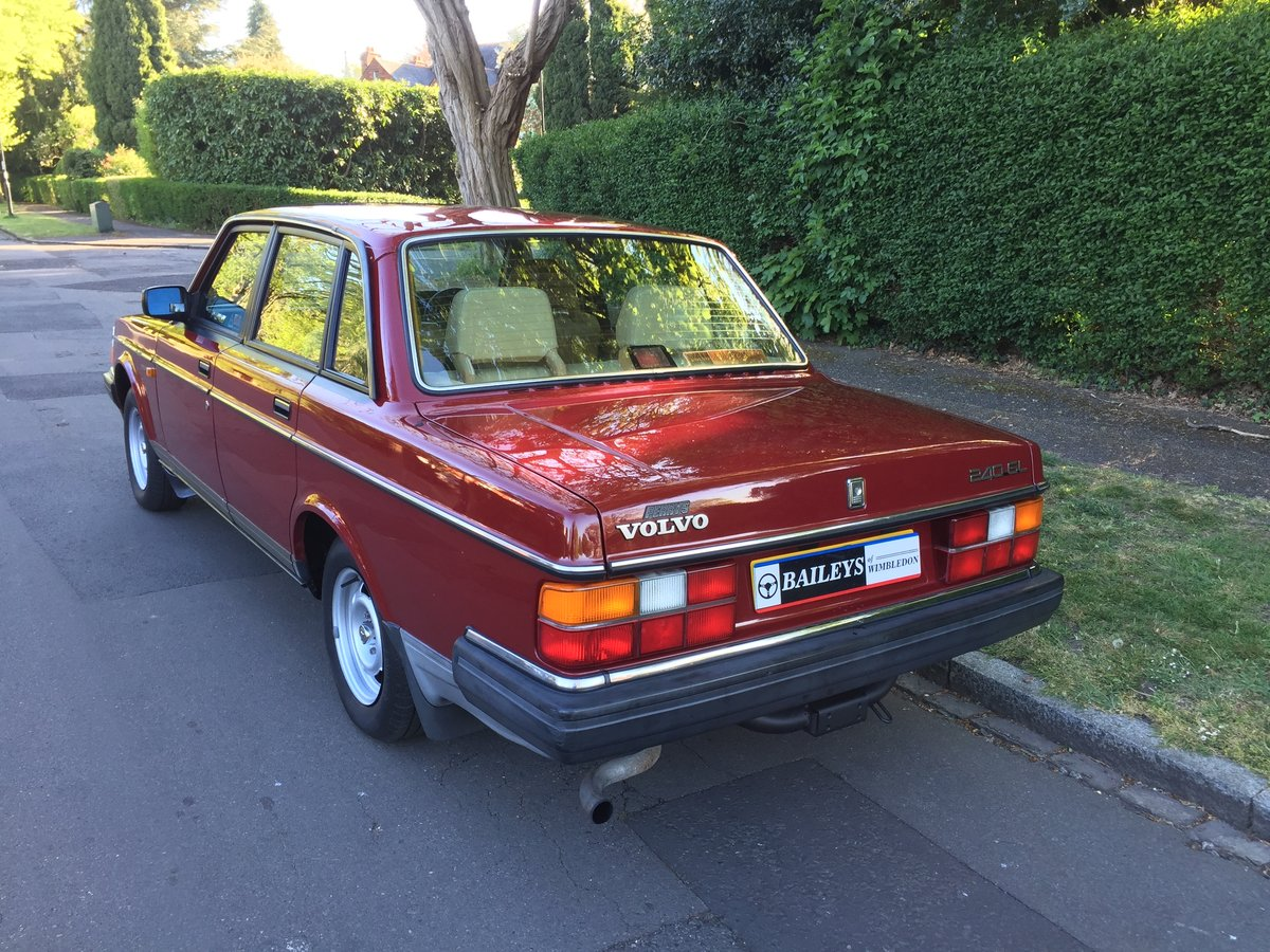 1988 Time Warp Volvo 240 GL 2.0i Automatic With 61k Miles & FSH SOLD (picture 4 of 6)