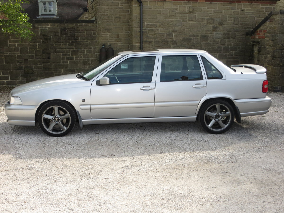 Volvo S70R 1998 Manual For Sale (picture 1 of 6)