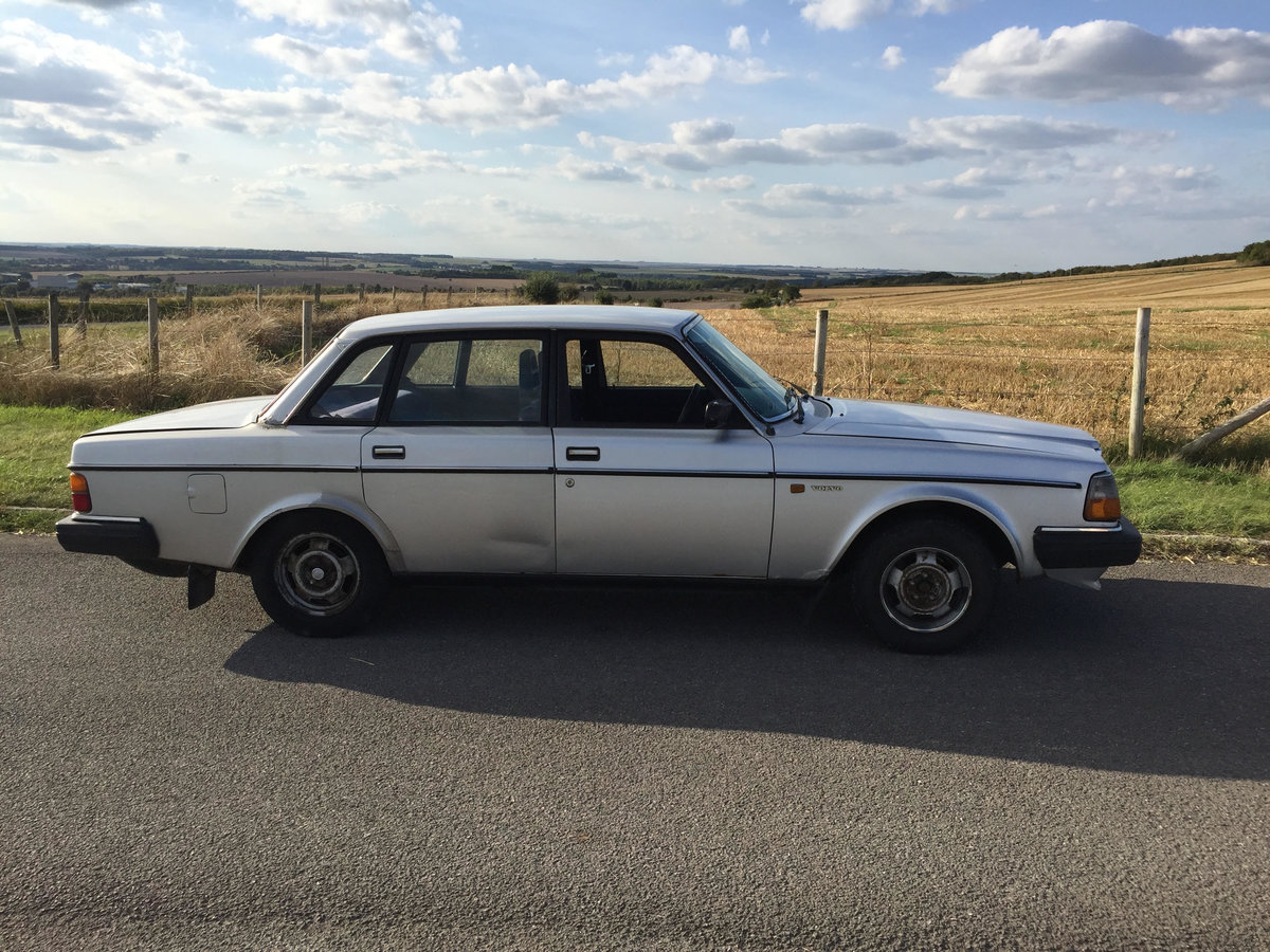 1984 Volvo 240 Low owner well maintained, silver saloon SOLD (picture 3 of 6)