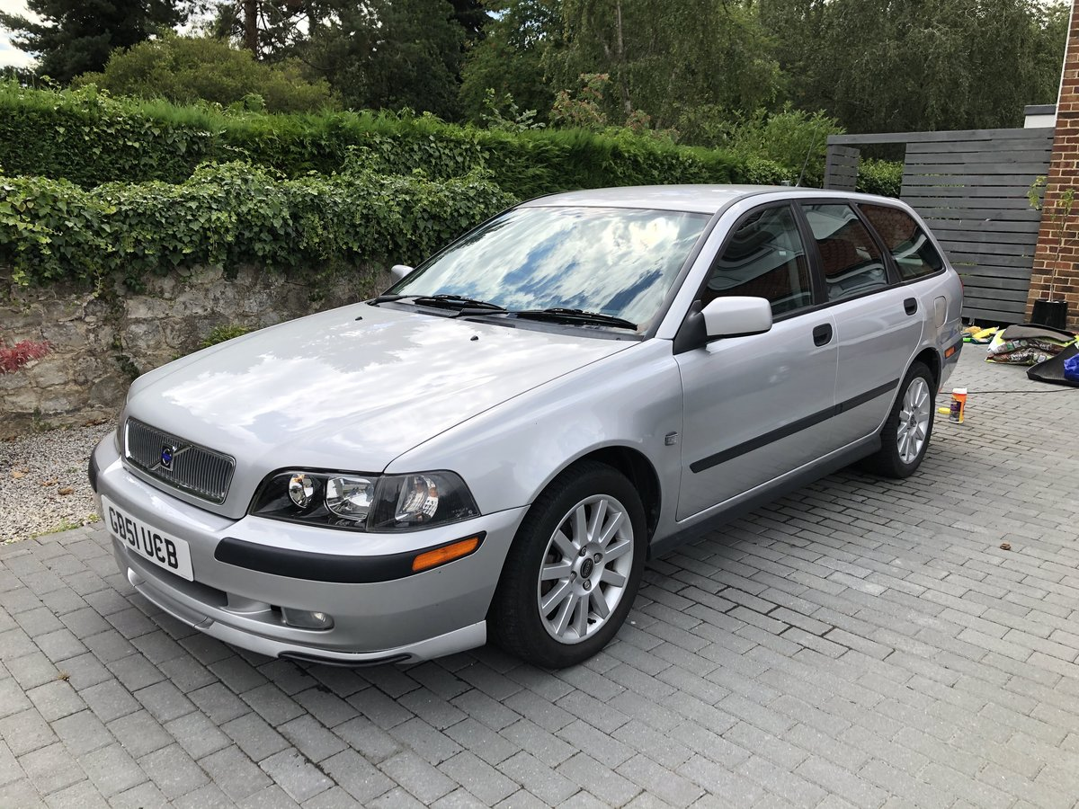 2001 Beautiful Volvo v40 SOLD (picture 1 of 6)