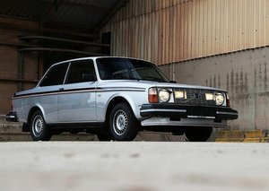 0087 Volvo 242's Wanted