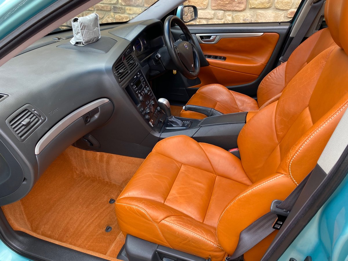 2003 VOLVO V70 R ESTATE 2.5 AWD 300 BHP AUTOMATIC * For Sale (picture 3 of 6)