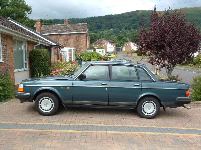 1987 Volvo 240 gl saloon 2.3 ltr auto - only60000 miles SOLD (picture 2 of 6)