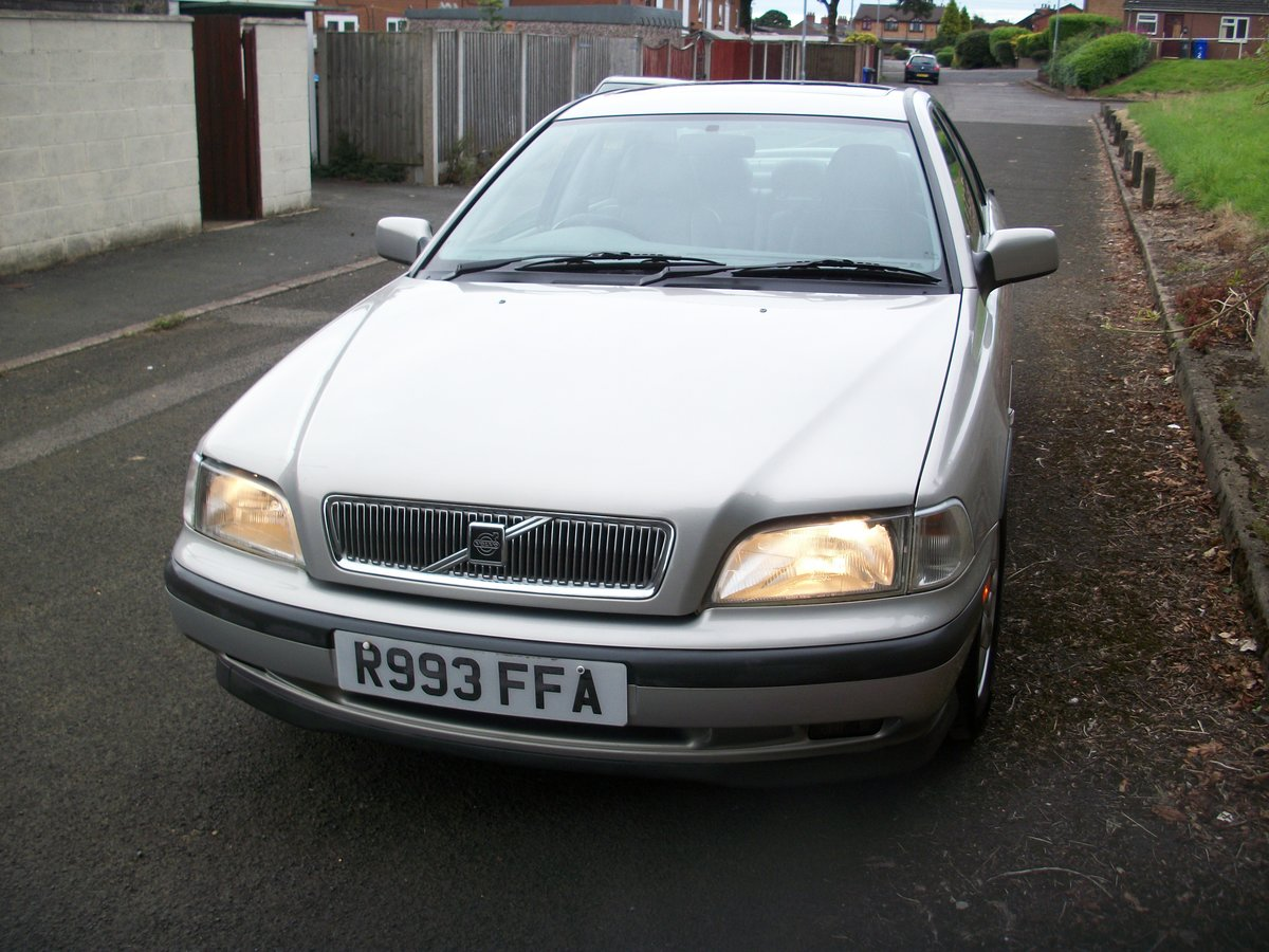 1998 volvo s40 cd 2.0i auto 35,872 miles SOLD (picture 2 of 6)