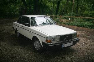 1990 Volvo 240GL saloon