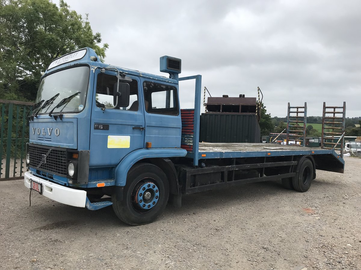 1985 Volvo f616 sleeper cab beaver tail truck For Sale (picture 2 of 6)