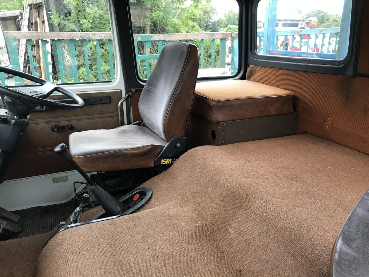 1985 Volvo f616 sleeper cab beaver tail truck For Sale (picture 4 of 6)