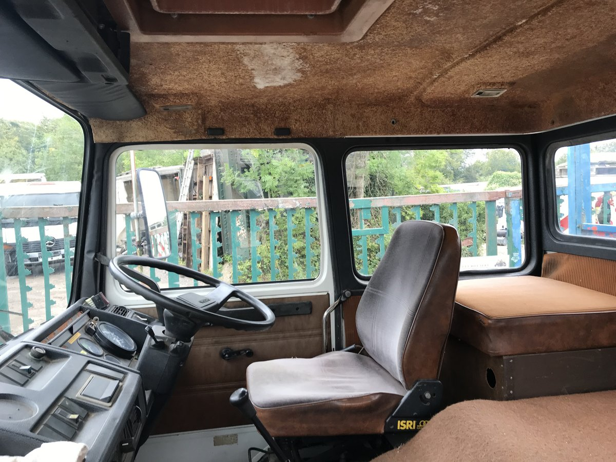 1985 Volvo f616 sleeper cab beaver tail truck For Sale (picture 5 of 6)