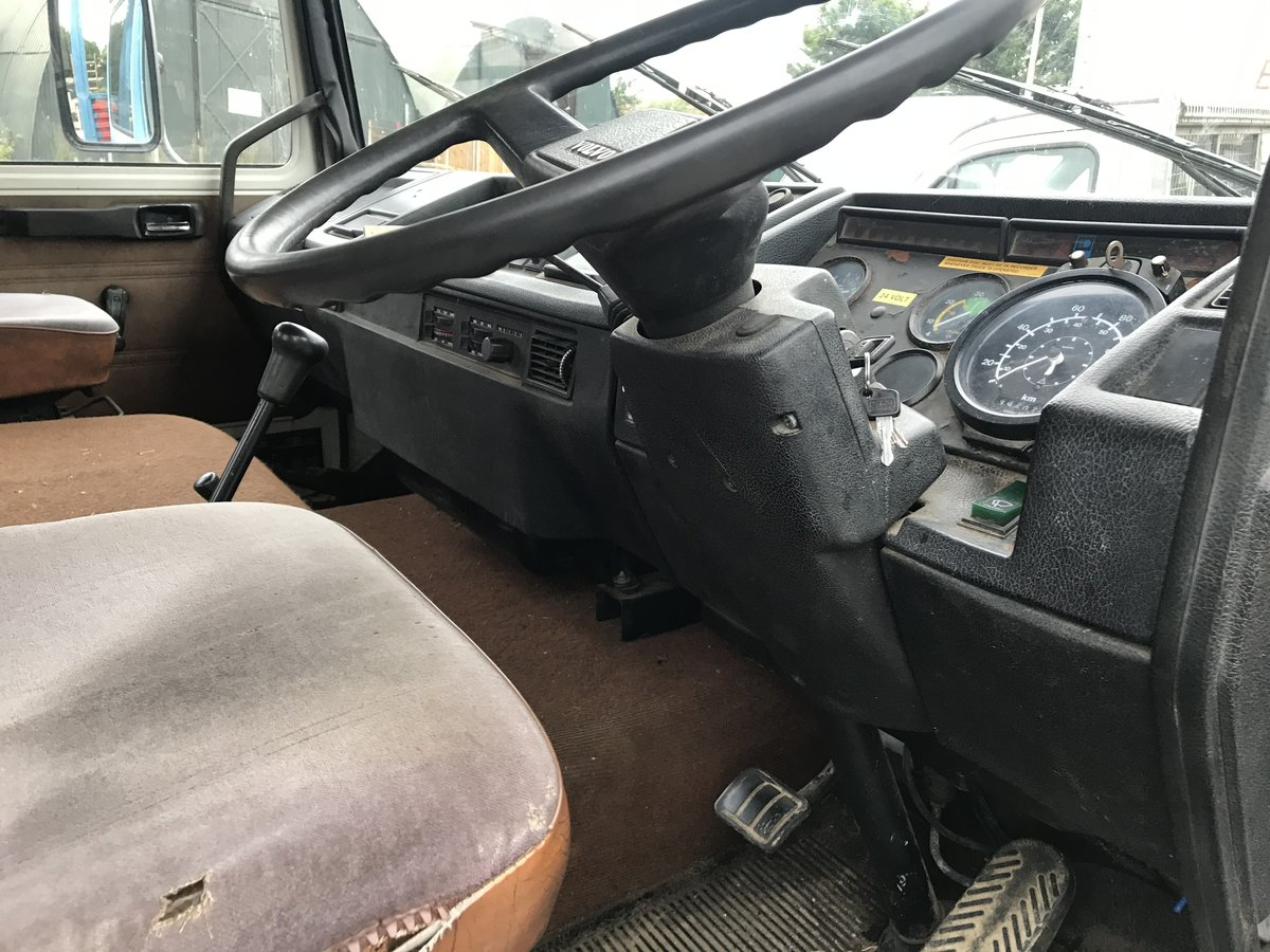 1985 Volvo f616 sleeper cab beaver tail truck For Sale (picture 6 of 6)