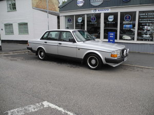 Picture of 1992 volvo 240 GL