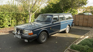 Picture of 1993 Classic Early Volvo 240 Auto
