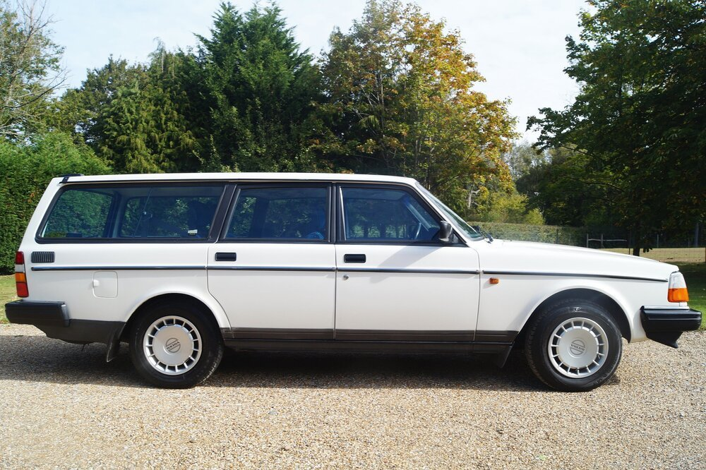 1993 RESERVED   Volvo 240 estate car /wagon  5 speed For Sale (picture 1 of 6)