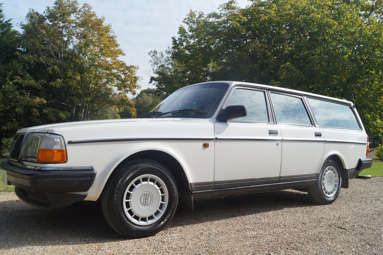 1993 RESERVED   Volvo 240 estate car /wagon  5 speed For Sale (picture 3 of 6)