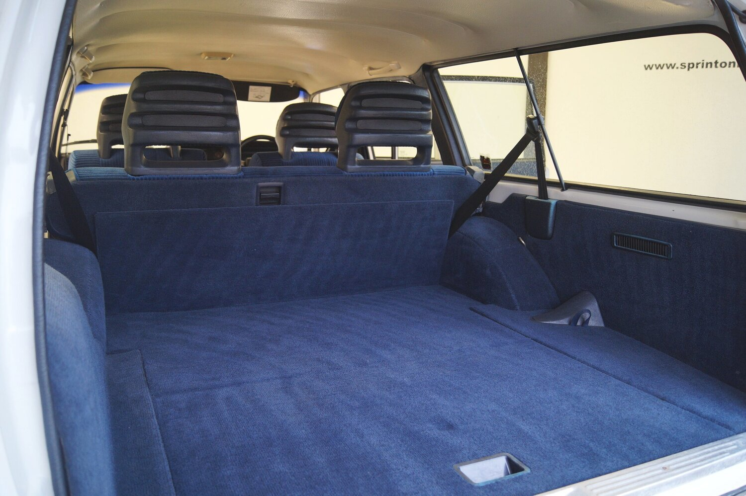 1993 RESERVED   Volvo 240 estate car /wagon  5 speed For Sale (picture 4 of 6)