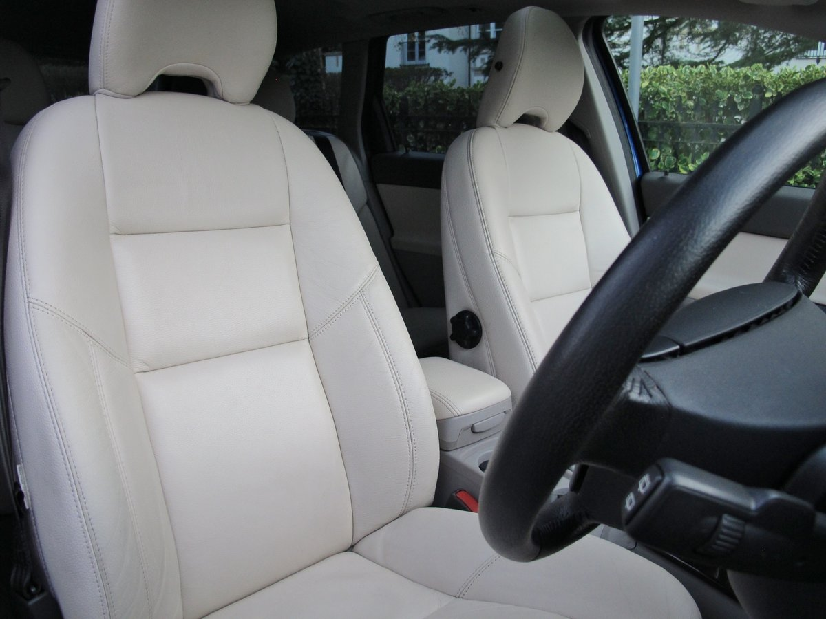 2007 VOLVO V50 2.0 D SE SPORT 1 OWNER+VOLVO 19400 m FSH LEATHER For Sale (picture 10 of 12)