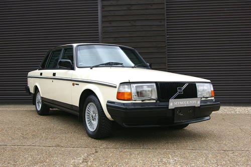 1990 Volvo 240 GL LTD Saloon Auto (58,607 miles) SOLD (picture 2 of 6)