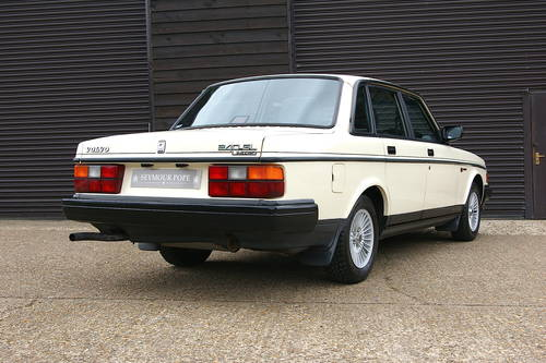 1990 Volvo 240 GL LTD Saloon Auto (58,607 miles) SOLD (picture 3 of 6)