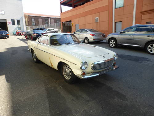 1969 Volvo P1800S Runs Drives Needs Restoration - SOLD (picture 1 of 6)