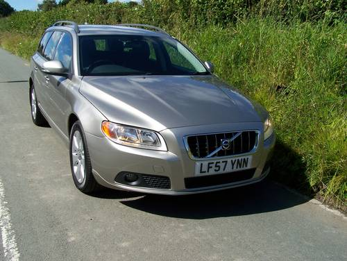 2007 BEAUTIFUL 57-REG VOLVO V70 2.4 SE D5 FULL SERVICE HISTORY    SOLD (picture 1 of 6)