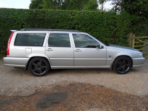 1999 V70 R Phase 3 - 265 BHP SOLD (picture 1 of 6)